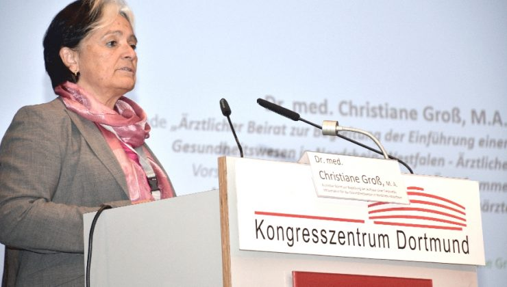 Dr. med. Christiane Groß, M.A., Ärztekammer Nordrhein, Düsseldorf, referiert zu Anforderungen der Ärzteschaft an elektronische Patientenakten.