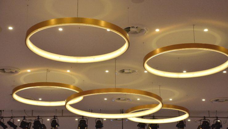 Das Lichtarrangement im Goldsaal des Kongresszentrums Westfalenhallen Dortmund spiegelt passend den Gedanken von Interoperabilität wider.